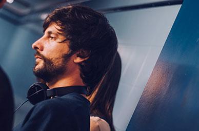 Maribel Verdú en el puerto de Bilbao para la película El doble más quince